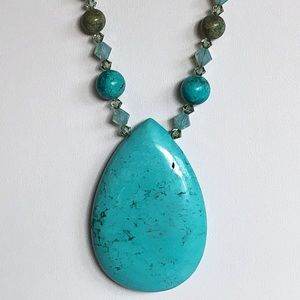 Turquoise Pendant Bead Necklace